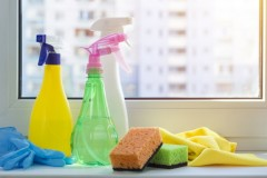 various-cleaning-agents-washing-windows_8119-1134